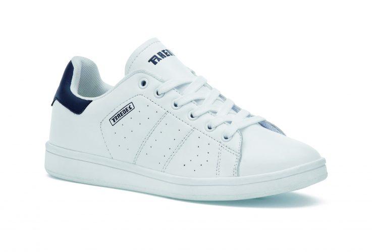 zapatillas retro de la marca Paredes para regalar en reyes.